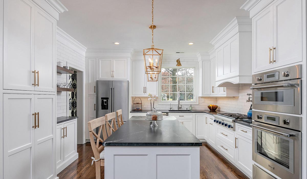 White mouser cabinets in a kitchen
